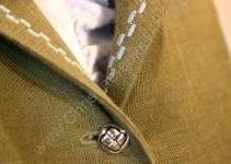 Detail Knöpfe und Zierstich