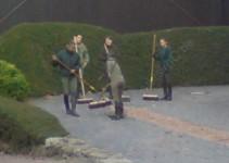 Morgens, halb 9 in Dillenburg: keiner ohne Besen auf dem Hof zu sehen