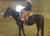 Steffi auf ihrem Pony Lava im Damensattel
