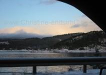 immer dem Fjord entlang