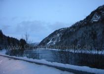 und weiter dem Fjord entlang