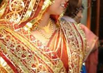 die Braut wartet auf ihren Bräutigam