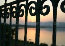 Sonnenuntergang auf der Terasse unserer Lodge