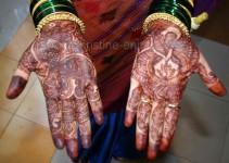 Hände der Braut Me*enal - irgendwo sind die Initialien des Brautpaares versteckt