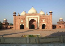 Eine Moschee nebenan