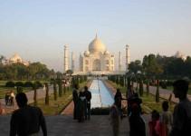 wirklich beeindruckend groß, dieses Taj Mahal