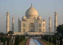 Postkartenidylle am Taj Mahal