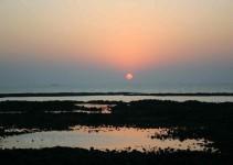 Sonnenuntergang beim Tempel in der Nähe von Mumbai
