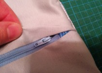 Reißverschluss am fertigen Kissen