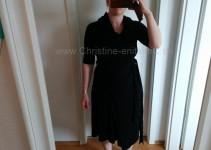 schwarzes Kleid mit Gürtel lang gebunden
